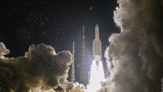 Raketa Ariane 5 ponesla v vesolje napredni telekomunikacijski satelit (foto: profimedia)