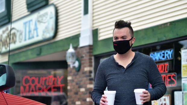 Ameriška študija o okužbah vplivala, da so v ZDA znova priporočili nošenje mask (foto: profimedia)