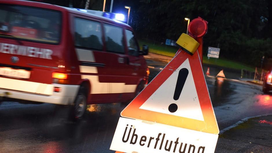 Huda neurja v Avstriji in Italiji poplavljajo ceste in zalivajo kleti, težave tudi na Hrvaškem (foto: profimedia)