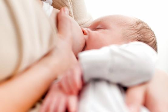 Svetovni teden dojenja izpostavlja koristi za dojenčka in mamico