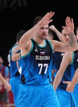 Slovenija do zmage proti Španiji v zadnji četrtini in je še naprej neporažena