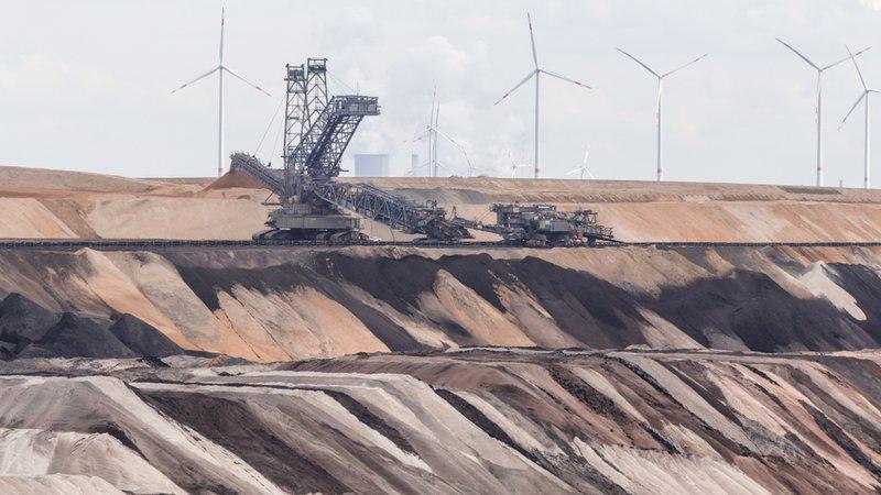 Odprti kop premoga Hambach v ravnini pokrajine Severno Porenje-Vestfalija.