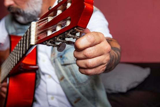 Britanska vlada bo organizatorjem glasbenih dogodkov ob odpovedi zaradi epidemije pokrila stroške