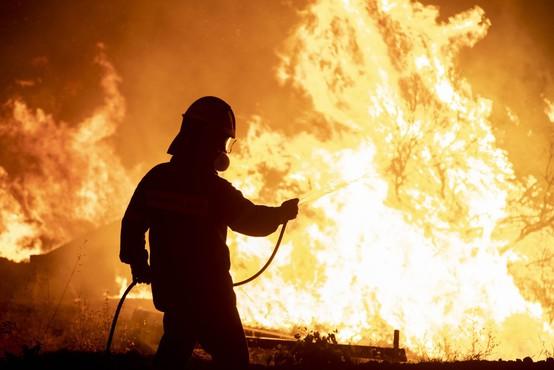 Po južnem Balkanu in ob Sredozemlju še naprej pustošijo požari