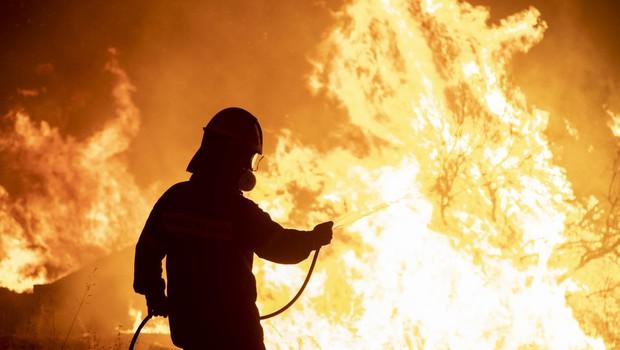 Po južnem Balkanu in ob Sredozemlju še naprej pustošijo požari (foto: profimedia)