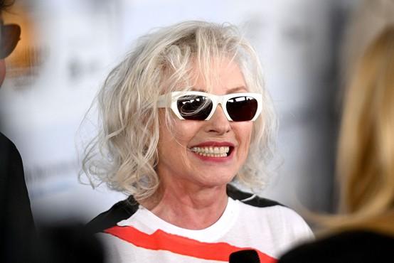Blondie in pevka Debbie Harry z manifestacijo punk rock gibanja v slogu kripto umetnosti
