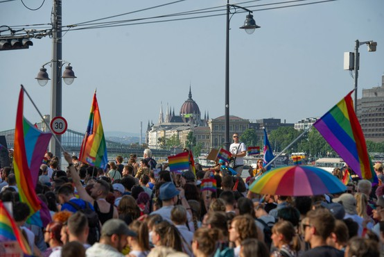 Madžarska: po zakonu, ki omejujejo širjenje vsebin LGBTIQ med mladimi, še odlok o prodaji knjig