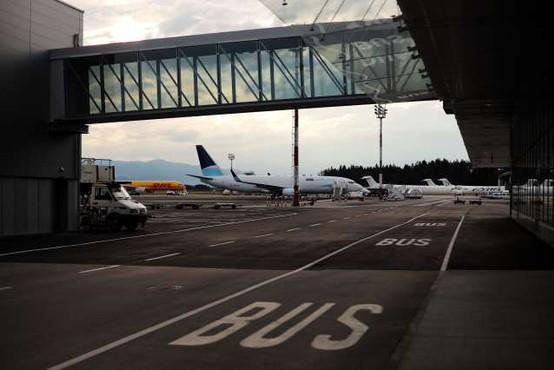 Cepljenje proti covidu-19 odslej tudi na ljubljanskem letališču