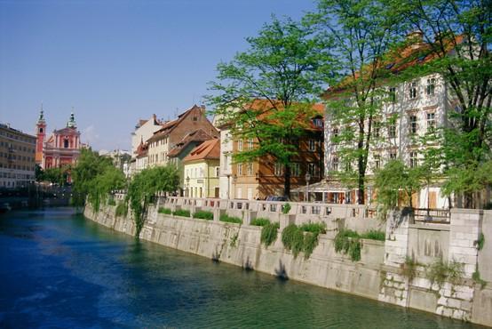 Epidemiološka slika v Sloveniji se slabša: prvič po dveh mesecih odkrili več kot 200 novih okužb