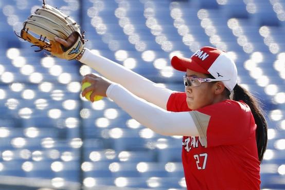Ker je župan ugriznil medaljo, bo igralka softballa dobila novo