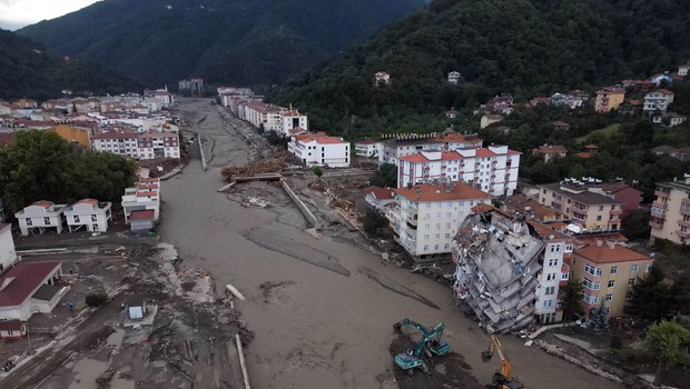 Število žrtev po poplavah in plazovih v Turčiji še narašča - doslej 38 mrtvih (foto: profimedia)