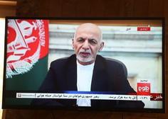 Afganistanski predsednik se je umaknil v tujino in Kabul prepustil talibanom