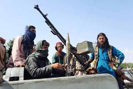 Talibani v samo desetih dneh zavzeli celoten Afganistan, v prestolnici Kabul vlada panika, številni prebivalci panično bežijo