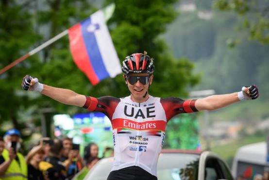 Pogačar po novem najbolje plačani kolesar na svetu