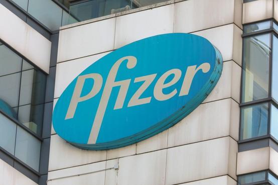 Pfizerjevo zdravilo proti covidu-19 na trgu že konec leta