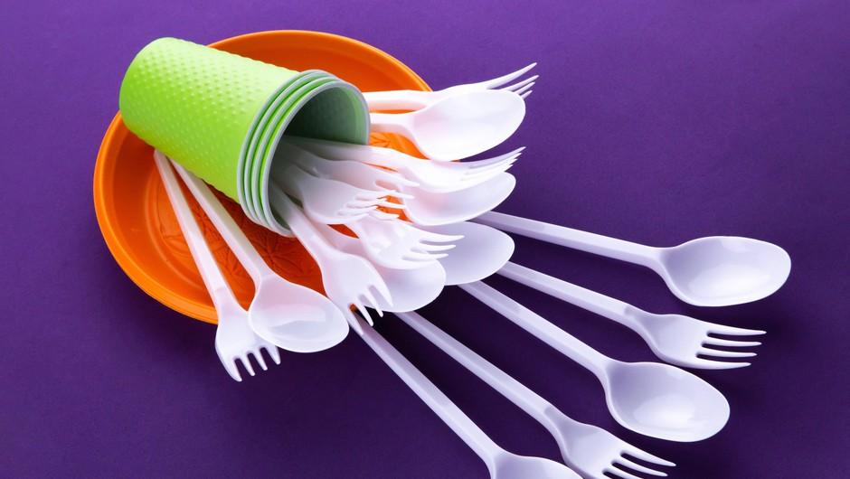 Vlada izdala uredbo o prepovedi dajanja plastičnih proizvodov za enkratno uporabo na trg (foto: Profimedia)