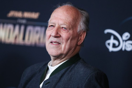 Werner Herzog je režijo po dolgem času spet zamenjal za literarno ustvarjanje