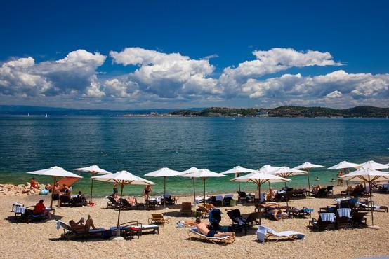 Letošnja turistična sezona boljša od lanske, a večinoma slabša kot leta 2019