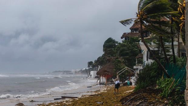 Orkan Grace, ki je dosegel Mehiko, grozi s poplavami in zemeljskimi plazovi (foto: profimedia)