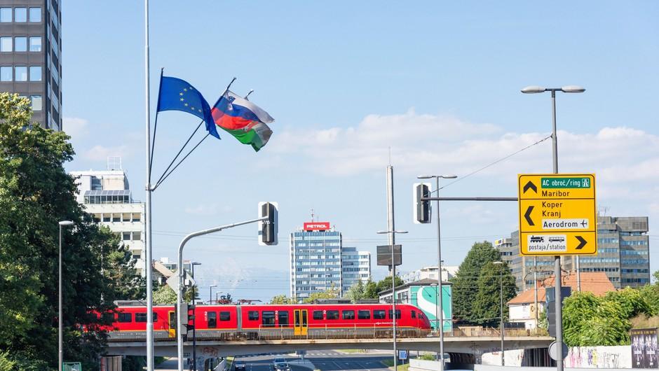Subvencionirane vozovnice za dijake in študente bodo s septembrom veljale po celi državi (foto: Profimedia)