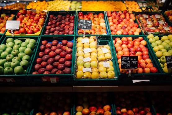 Pri nekaterih večjih trgovcih več kot polovica pridelkov pakiranih
