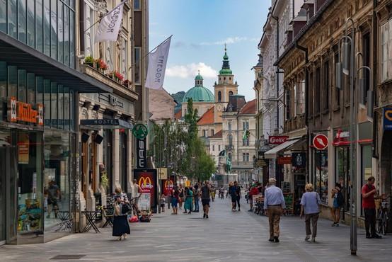 Nove okužbe so Slovenijo pomaknile v rdečo fazo epidemije