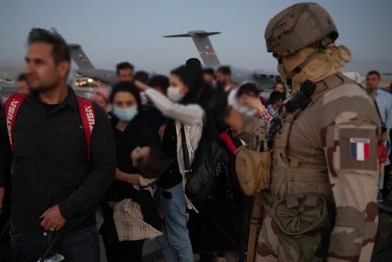 Kljub četrtkovem napadu države pospešeno nadaljujejo evakuacijo iz Afganistana
