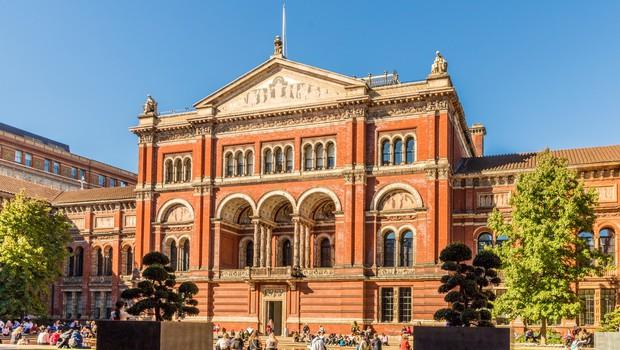 V londonskem muzeju Victoria & Albert na ogled zgodovinsko pomembni kostumi (foto: profimedia)