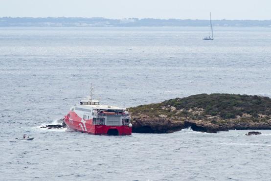Katamaran po izplutju z Ibize proti otoku Formentera zadel manjši skalnati otok