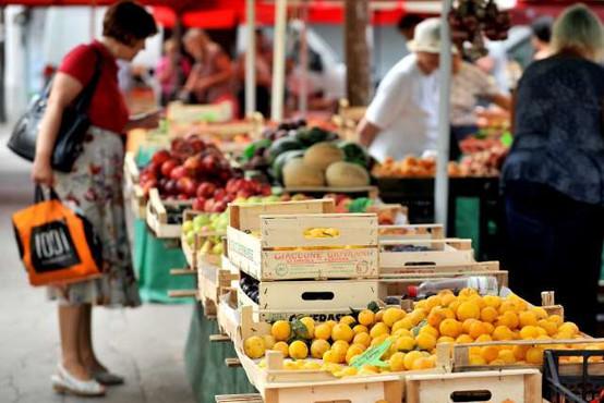 Inšpektorji v nadzoru sadje in zelenjave na stojnicah največ neskladnosti ugotovili pri označevanju