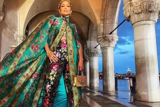 Modna revija Alta Moda Dolce & Gabbana v Benetkah s strelami in mavrico