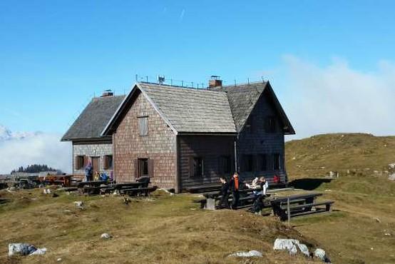 Naj planinski koči 2021 Krekova koča na Ratitovcu in Dom na Kofcah