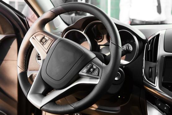 Avgusta v Sloveniji za 16 odstotkov manj prodanih novih vozil