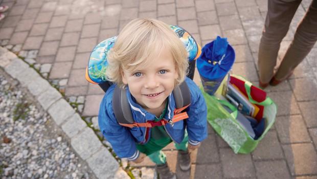 """S tem, ko je mama svojemu sinčku na rokav prišila """"poljubčke"""", mu je olajšala vrnitev v šolo (foto: profimedia)"""