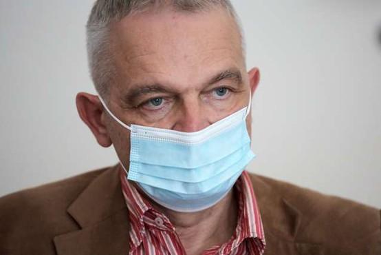 Ihan: Cepljenje s tretjim odmerkom je varno, ključna pri obvladovanju epidemije ostajata prva dva odmerka