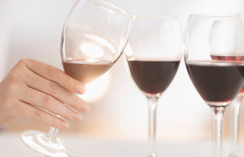"""Minister za zdravje opozarja: """"Prekomerno pitje alkohola škoduje zdravju!"""""""