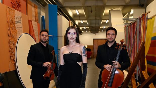 Občinstvo festivala za letošnjo slovensko popevko prepričala Raiven z Volkovi (foto: profimedia)