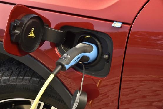 Je bencinarjem in dizlom zdaj dokončno odklenkalo?