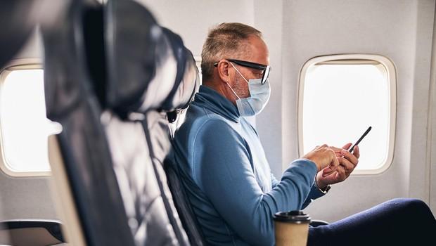 Ker sta zaščitno masko nosila pod nosom, nato pa postala še nasilna, sta morala zapustiti letalo! (foto: profimedia)
