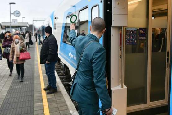 Izpolnjevanje pogoja PCT bodo na vlakih preverjali sprevodniki