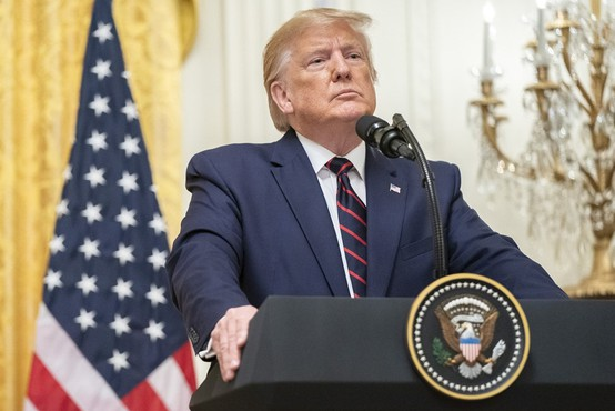 """""""Ali v Beli hiši sploh še obstaja kdo, ki ni tam samo zato, da bi 'poljubljal njegovo debelo rit'?"""""""
