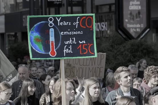 Večina mladih trpi za 'klimatsko anksioznostjo' in je prepričana, da 'je s človeštvom konec'