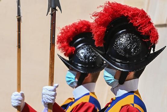 Se švicarska garda v Vatikanu pripravlja, da bo v svoje vrste prvič v zgodovini sprejela ženske?