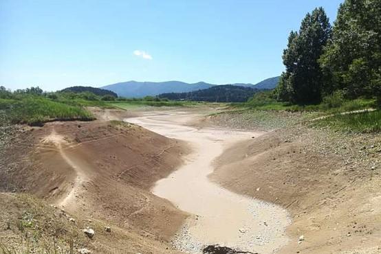 Cerkniško jezero zaradi izrazite suše v zadnjem obdobju prvič po 18 letih povsem izsušeno