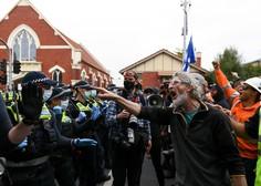 Avstralski policisti v Melbournu aretirali več kot 200 nasilnih protestnikov