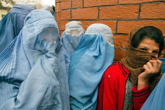 Talibani so snedli besedo in dekletom zaprli vrata v srednje šole