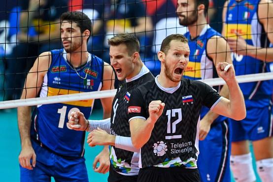 Naši srebrni odbojkaši: poglejte, kako so reagirali po finalu (tudi zahvala poljskemu trenerju za provokacije)