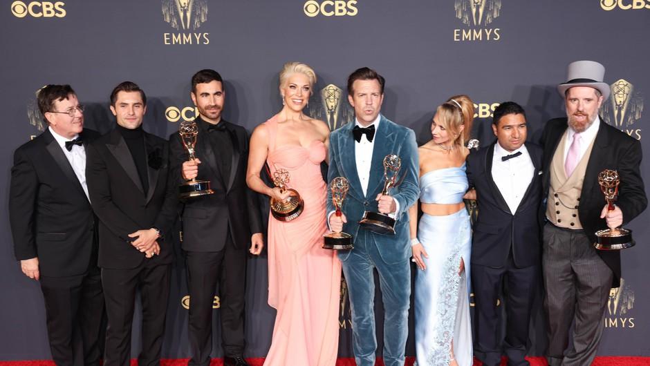 Emmyja za najboljšo televizijsko dramsko serijo prejela Krona, med komičnimi serijami slavil Ted Lasso (foto: Profimedia)