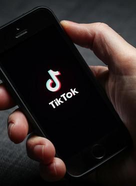 Otroci na Kitajskem z omejeno uporabo aplikacije TikTok na 40 minut dnevno - vse, kar morate vedeti