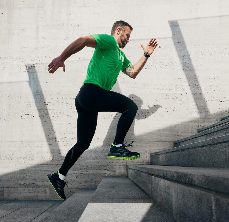 Če bi radi pri teku presegli meje svoje zmogljivosti, se povežite s sebi podobnimi (preverjeno deluje!) (foto: adidas)
